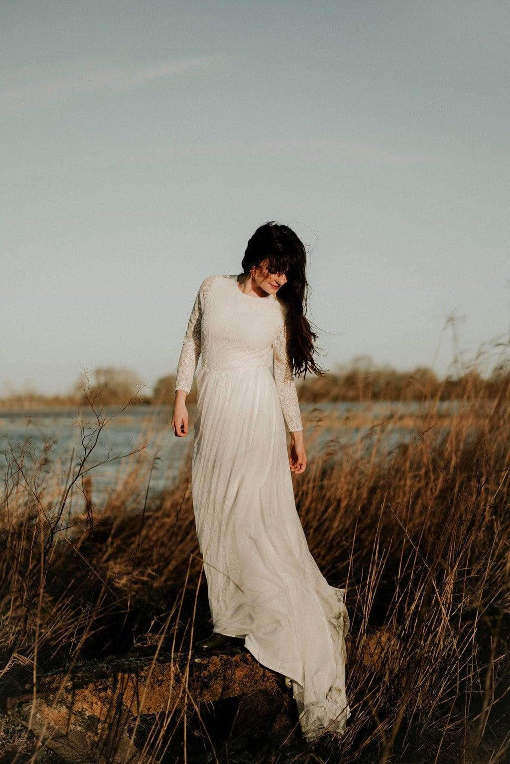 Robe de mariée bohème en dentelle fleurie et plumetis - Nantes