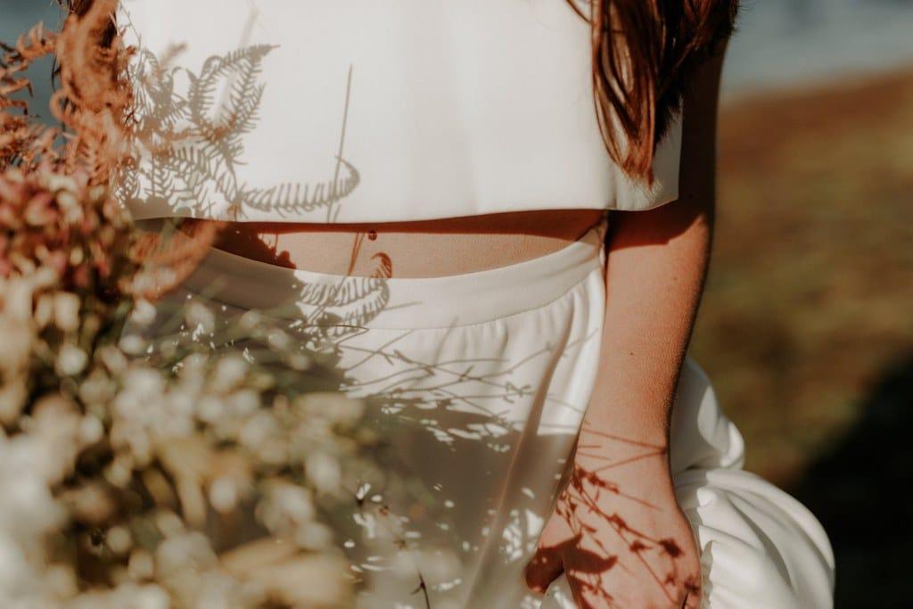 Détails ensemble deux pièces robe de mariée en crêpe