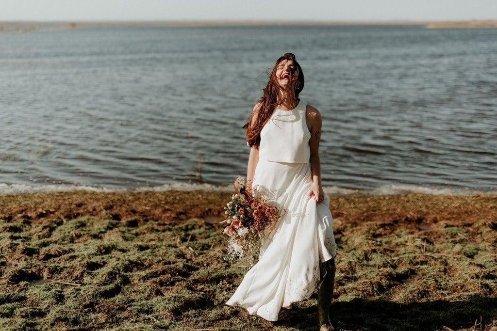 Robe de mariée bohème deux pièces en crêpe : crop top et jupe longue