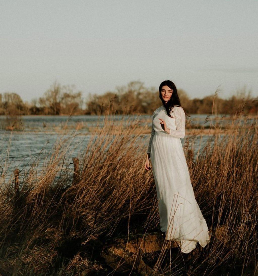 Robe de mariée Bohème avec dentelle fleurie et voile plumetis