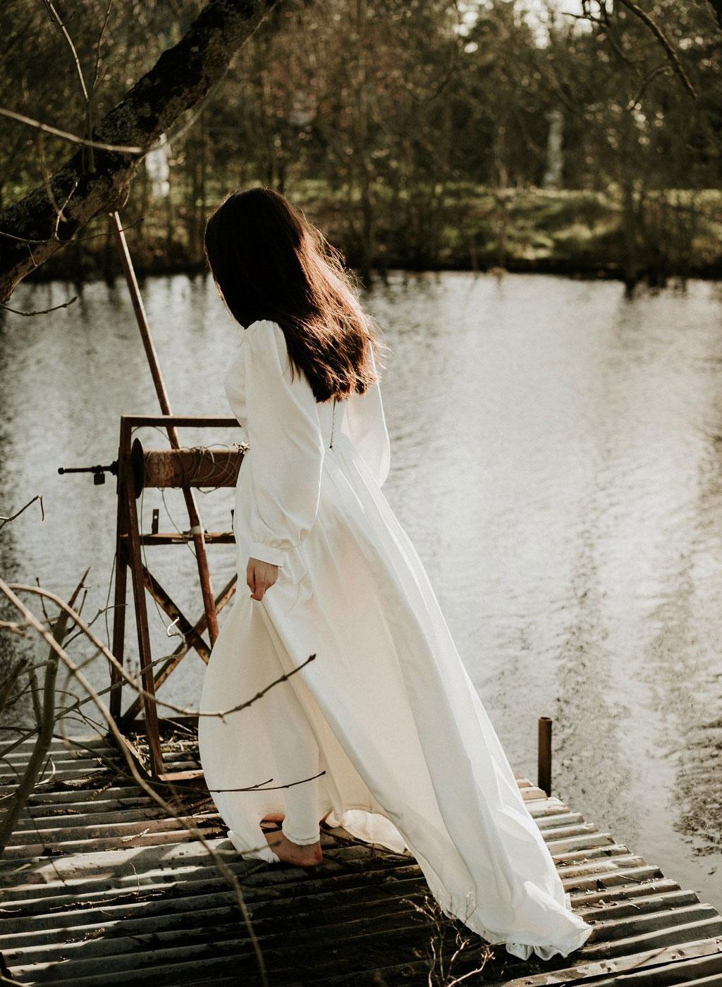 Robe de mariée longue bohème à manches longues bouffantes en crêpe